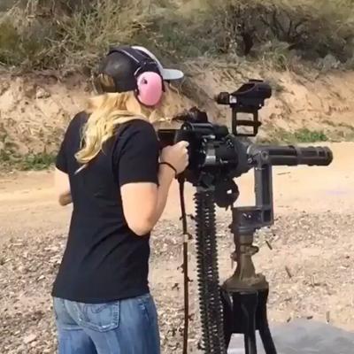 minigun ráže 7,62 mm v akci